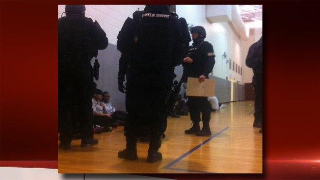 Hallan pistola en escuela de Filadelfia