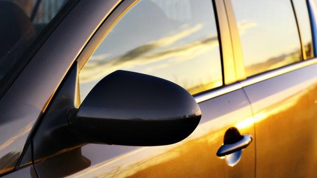 Niña muere en auto mientras padres toman siesta