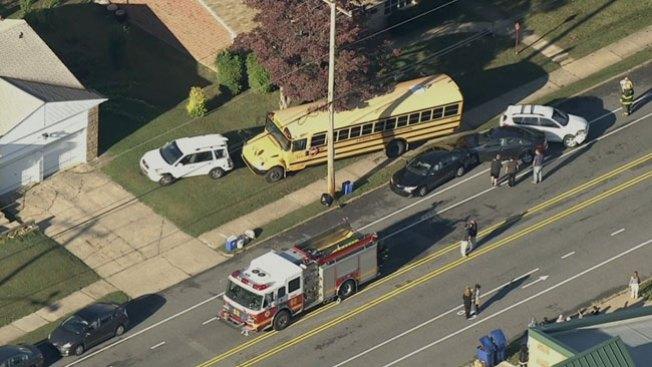 Dos accidentes con autobuses escolares