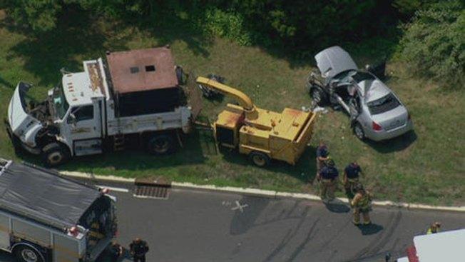 Anciano muere tras impactar camión