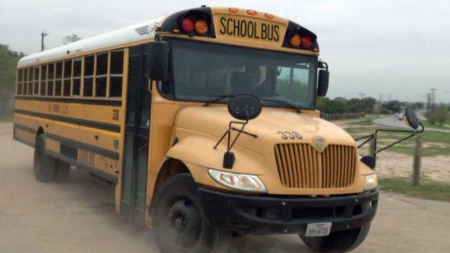 Autobús deja a niña en lugar equivocado