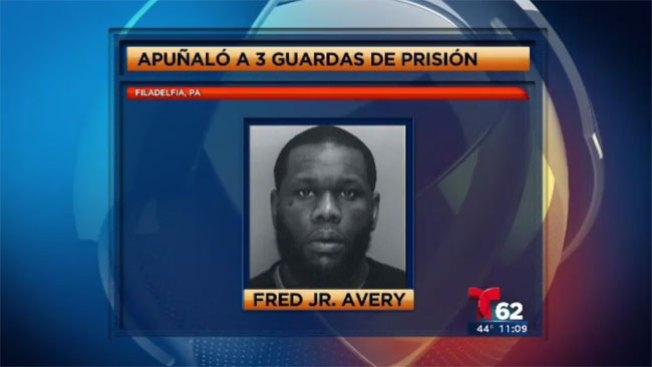 Tres oficiales apuñalados en prisión
