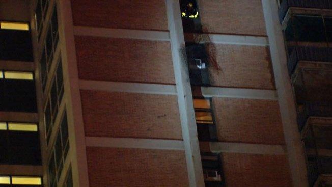 Fuego en edificio de apartamentos