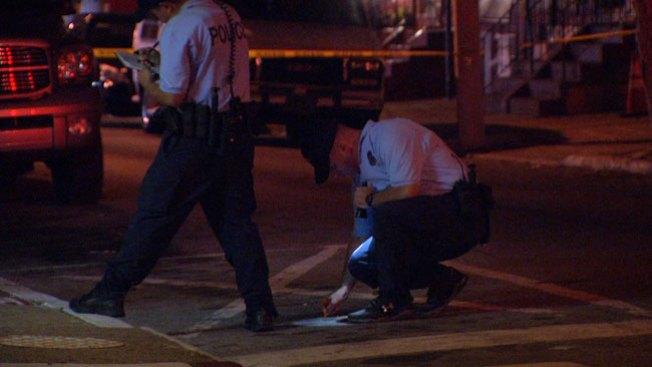 Hombre acude a policías tras ser baleado