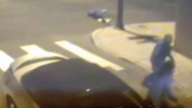 Hombre atacado a tiros y batazos