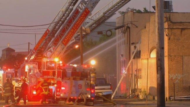 Intenso incendio en Camden