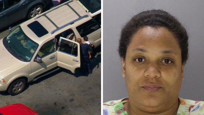 Someten cargos por dejar niños en carro
