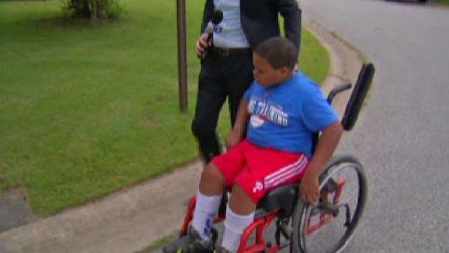 Atacan a niño en silla de ruedas