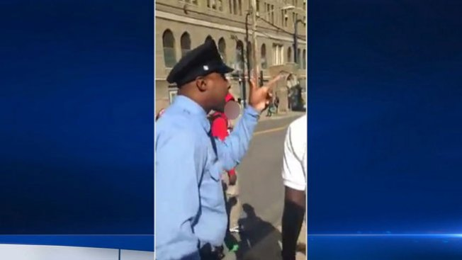 Policía insulta y amenaza a adolescente