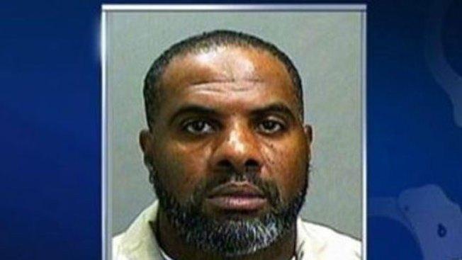 Convicto acusado de matar a su madre