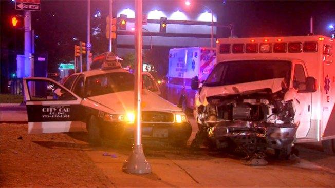 Grave tras choque de taxi y ambulancia