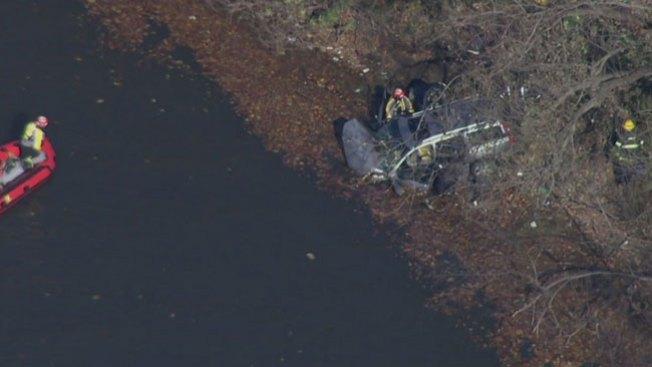 Mujer muerta tras caer en carro al río