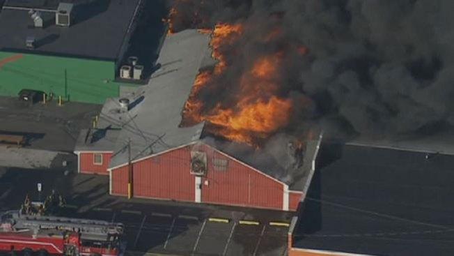 Incendio en histórico mercado agrícola