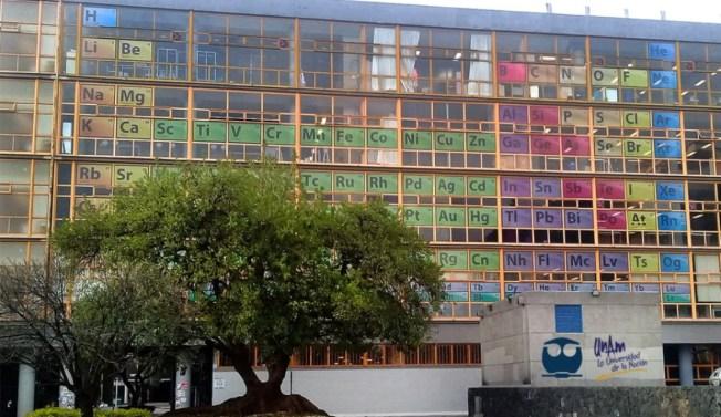 Lucen tabla periódica monumental en la UNAM