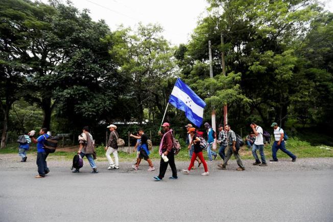Al menos 300 hondureños inician otra caravana hacia Estados Unidos