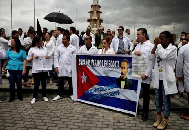 Médicos cubanos reclaman visados a EEUU