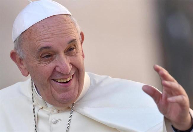 Halagos del Papa hacia pareja de escritoras gay