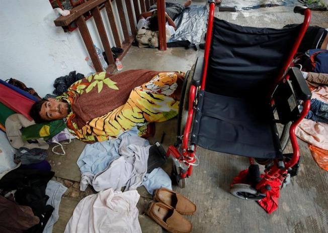 Sergio, un hondureño en silla de ruedas con el mismo sueño americano de todos