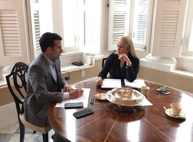 Ricardo Rosselló publica foto de conversación con Wanda Vázquez