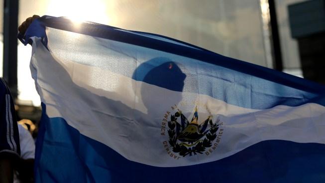El Salvador vive una epidemia de jóvenes desplazados por la violencia, dicen expertos